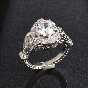 Gorgeous 925 Silver Round Cut White Sapphire Ring